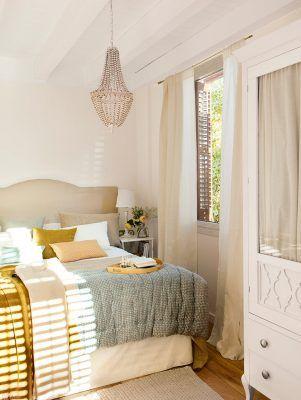 dormitorio con lampara de bolas 962x1280